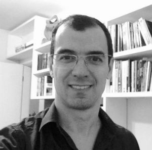 Professor Rafael Tezza